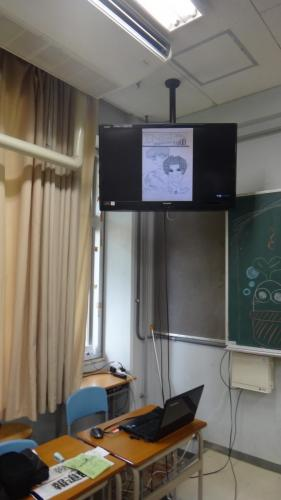 こんな感じで教室上部のモニターに流れてます